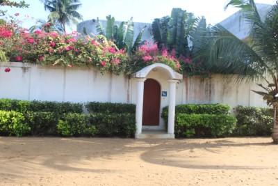 villa à étage de 3 chambres  salon avec titre foncier
