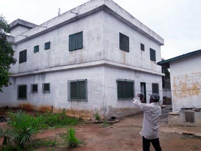 grande maison de 15 chambres à renover